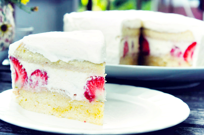 RECIPE | Strawberry Cream Cake