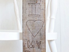 DIY | Wooden Door Hanger
