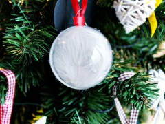 DIY | Feather Snowballs
