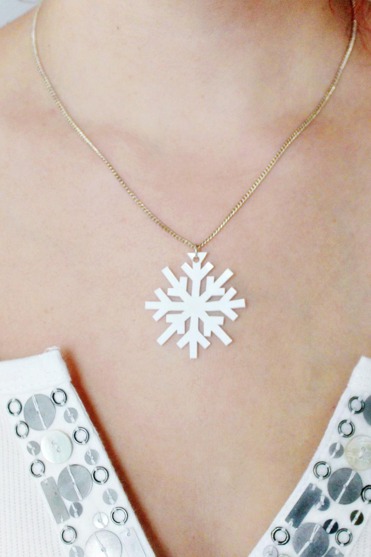 DIY | Shrink Plastic Snowflake Necklace