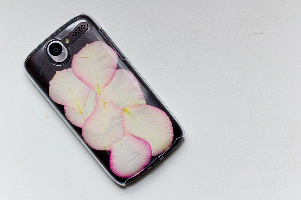 DIY | Rose Petal Phone Case