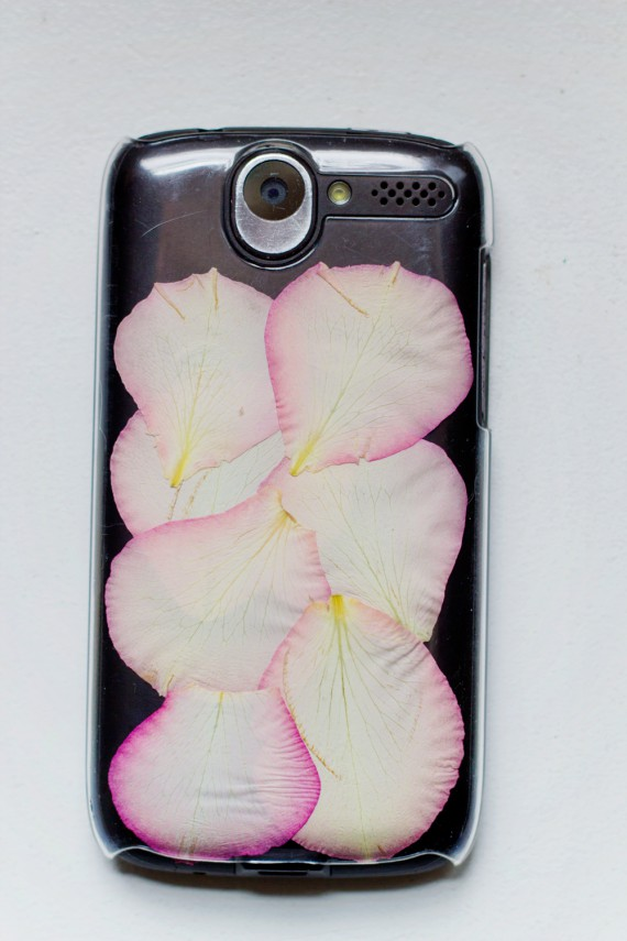 DIY | Rose Petal Phone Cover