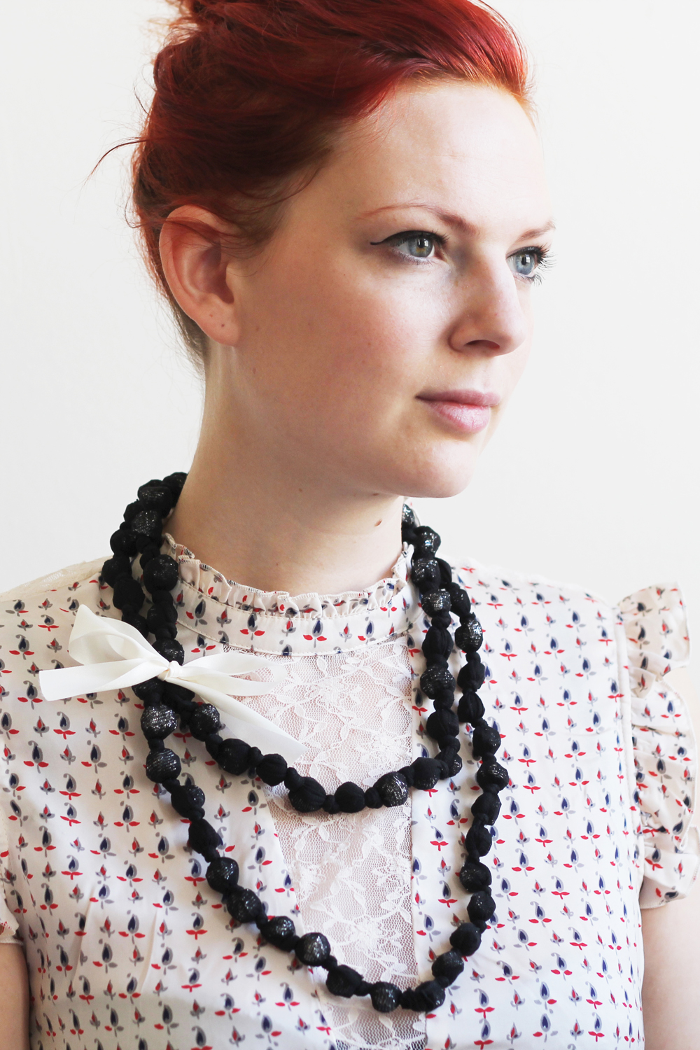 DIY   UPCYCLED TIGHTS NECKLACE