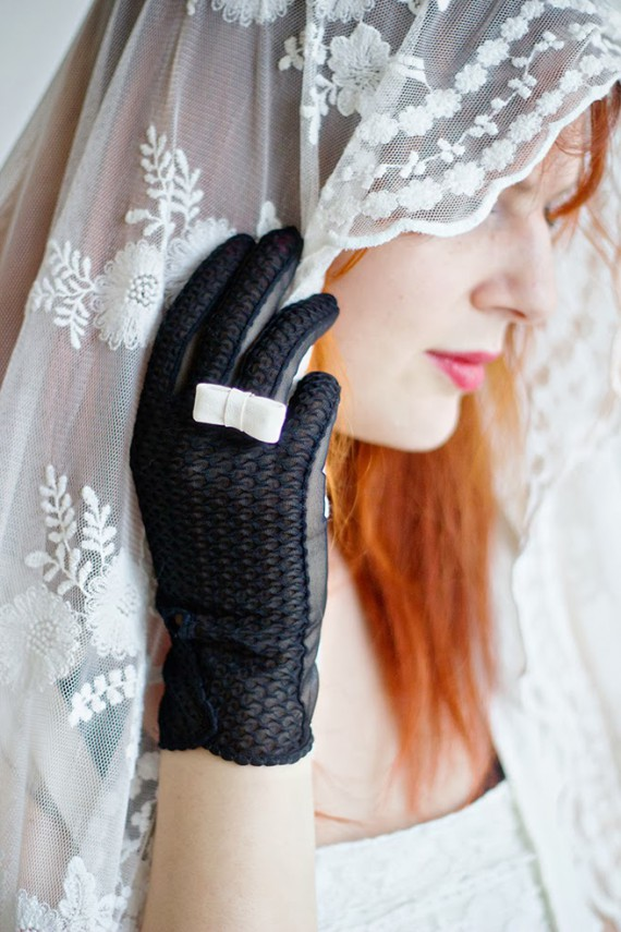 DIY | Upcycled Bow Gloves