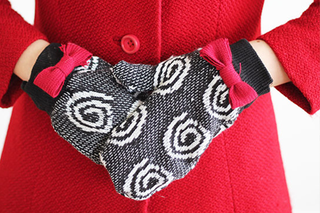 favorites-sweater-gloves