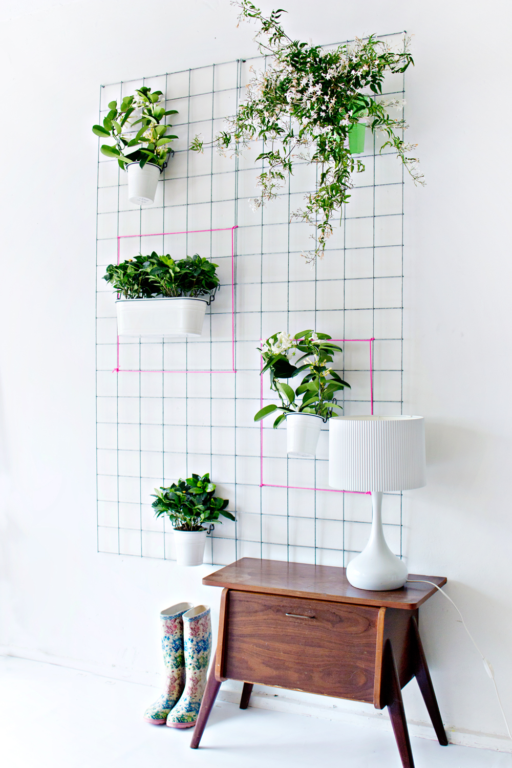 Green diy wall planter for Diy shelves philippines