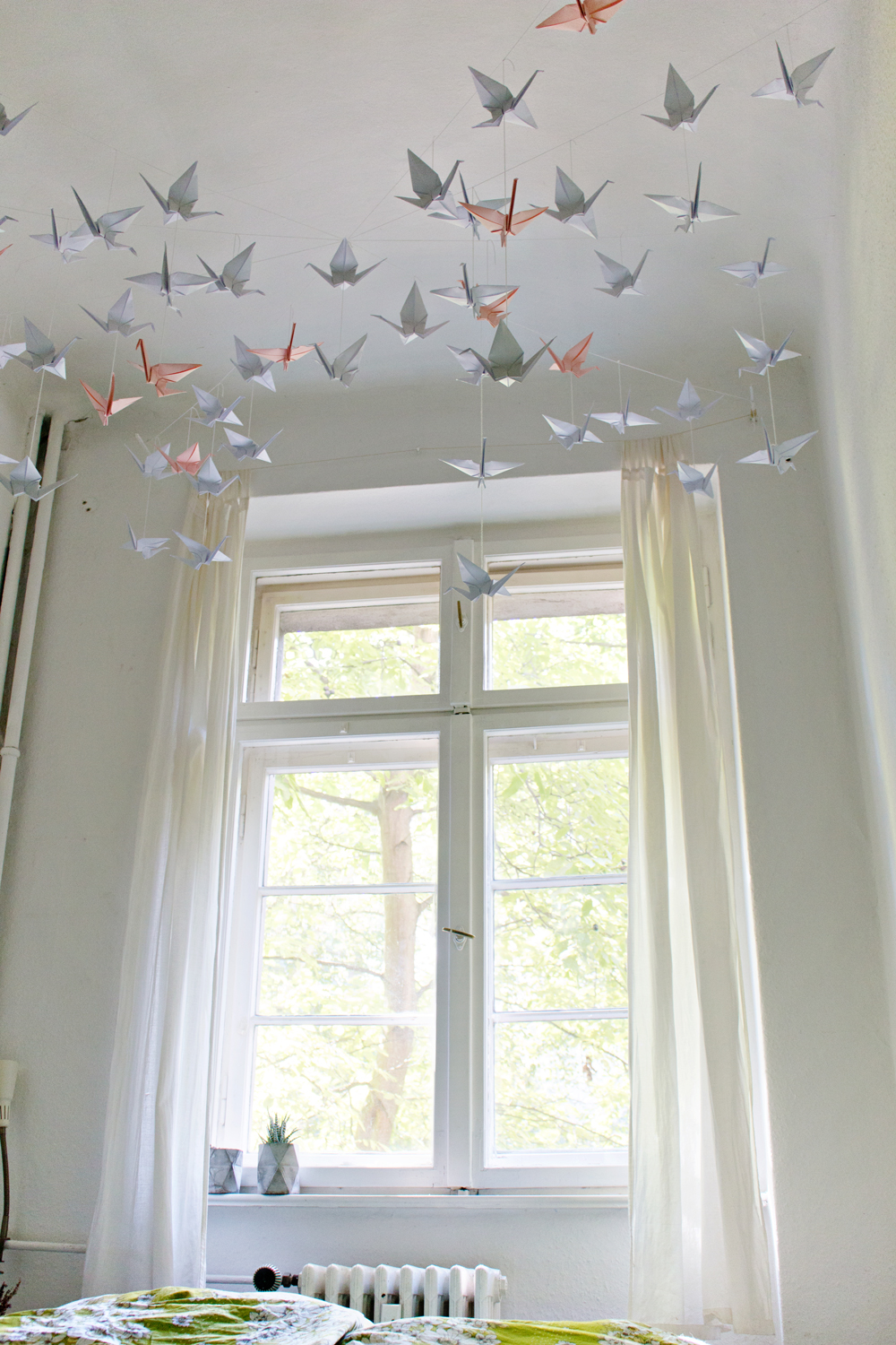 Diy renters friendly origami ceiling decoration for Decoration decoration