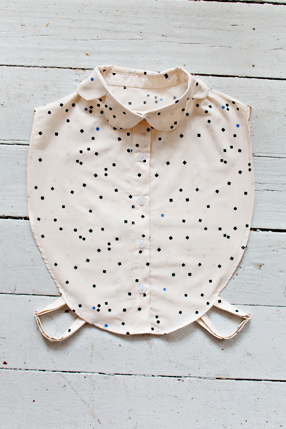 FEATURE | Scalloped Collar Bib