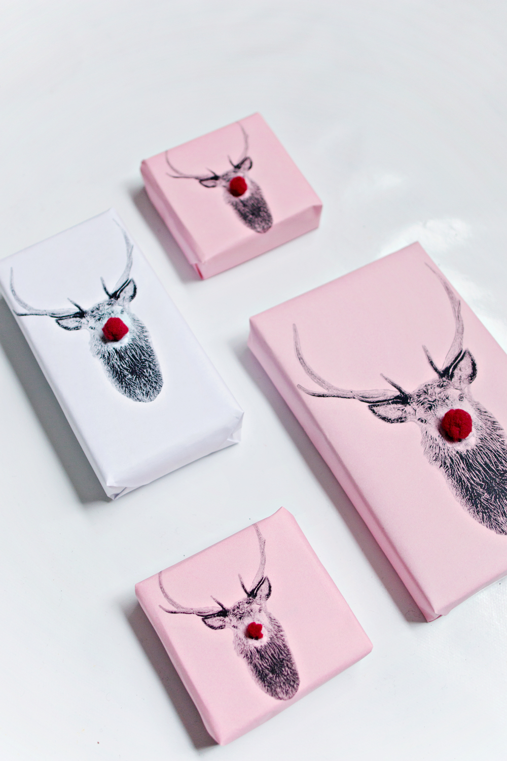 PRINTABLE DIY | Oh Deer Christmas Wrapping Paper