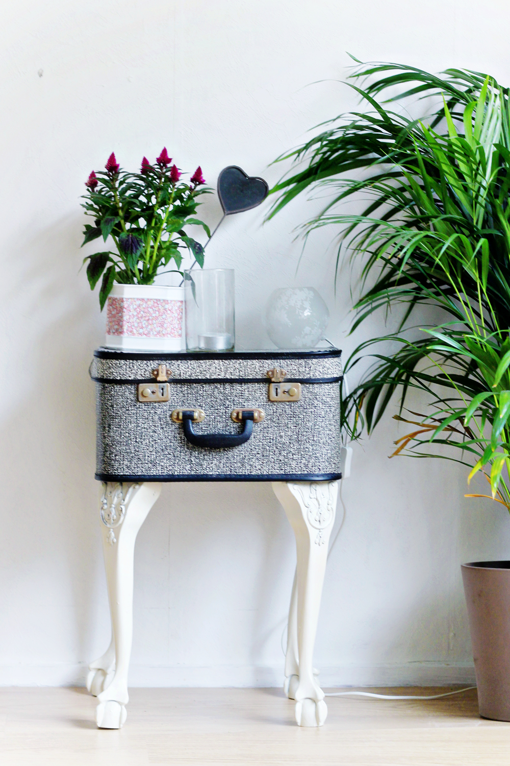 DIY | Suitcase Sidetable