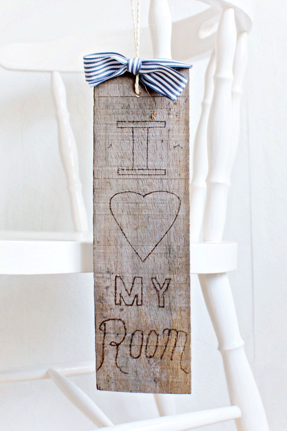 DIY | Wooden Doorhanger
