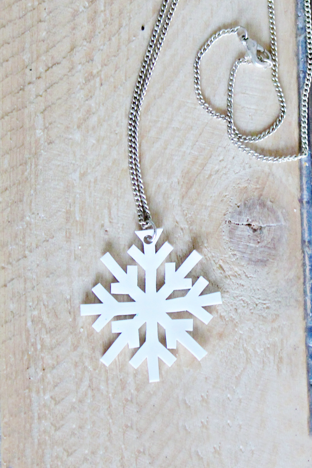 DIY | Shrink Plastic Snowflake Necklace