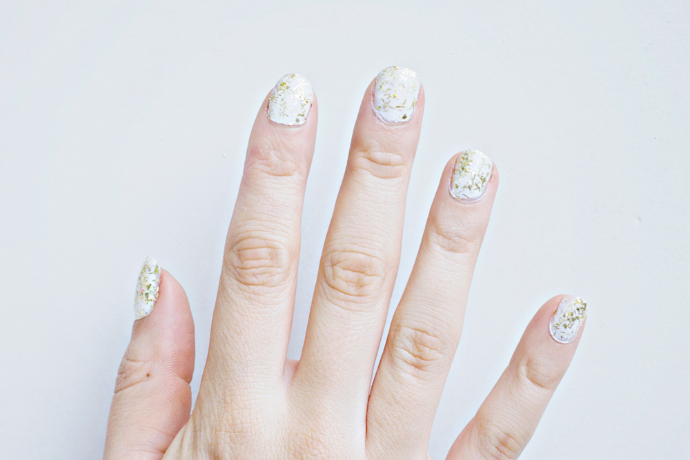 Nail DIY | White & Gold Glitter